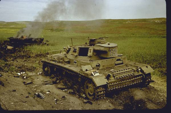Panzer Wreck in Color !!! 334d4810