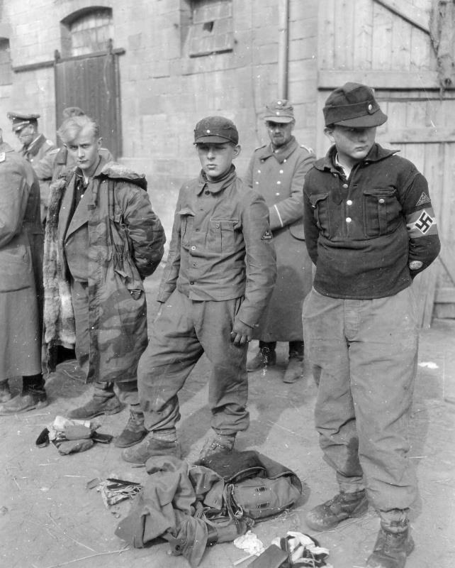 Les Jeunesses hitlériennes - Les enfants du Reich !!! 38274110