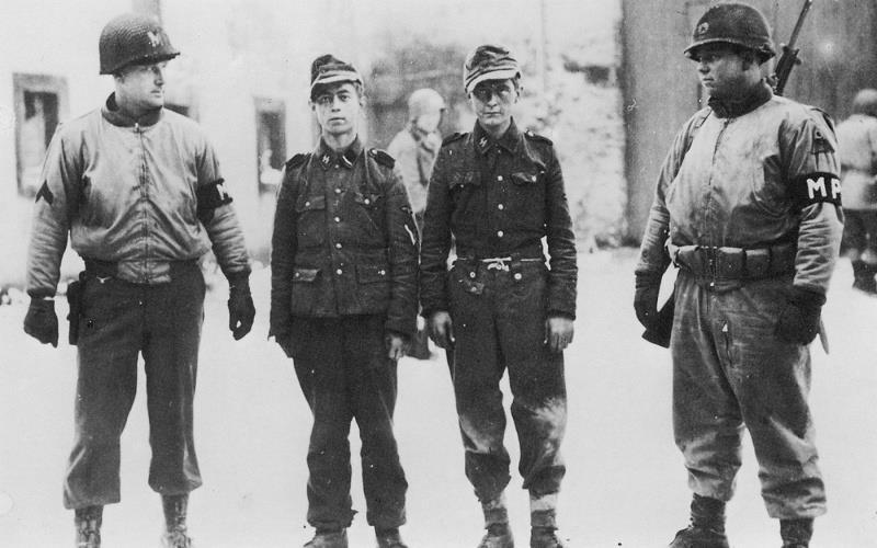 Les Jeunesses hitlériennes - Les enfants du Reich !!! 38369010