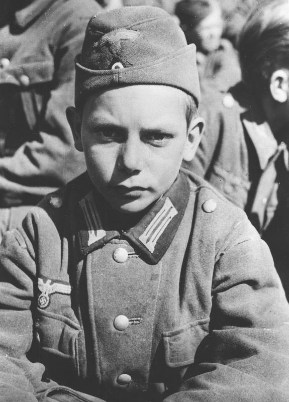 Les Jeunesses hitlériennes - Les enfants du Reich !!! 38751010