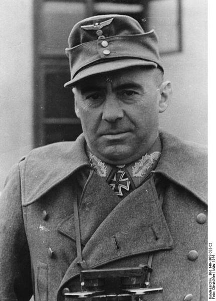 Fritz Bayerlein 431px-10