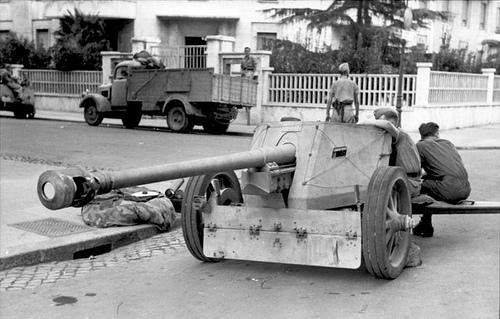 Pak 40 (Panzerabwehrkanone 40) - 75 mm 57212211