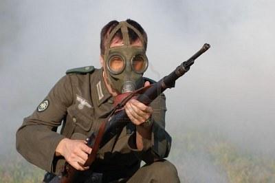 Les Masques a Gaz et leurs étuis 78103710