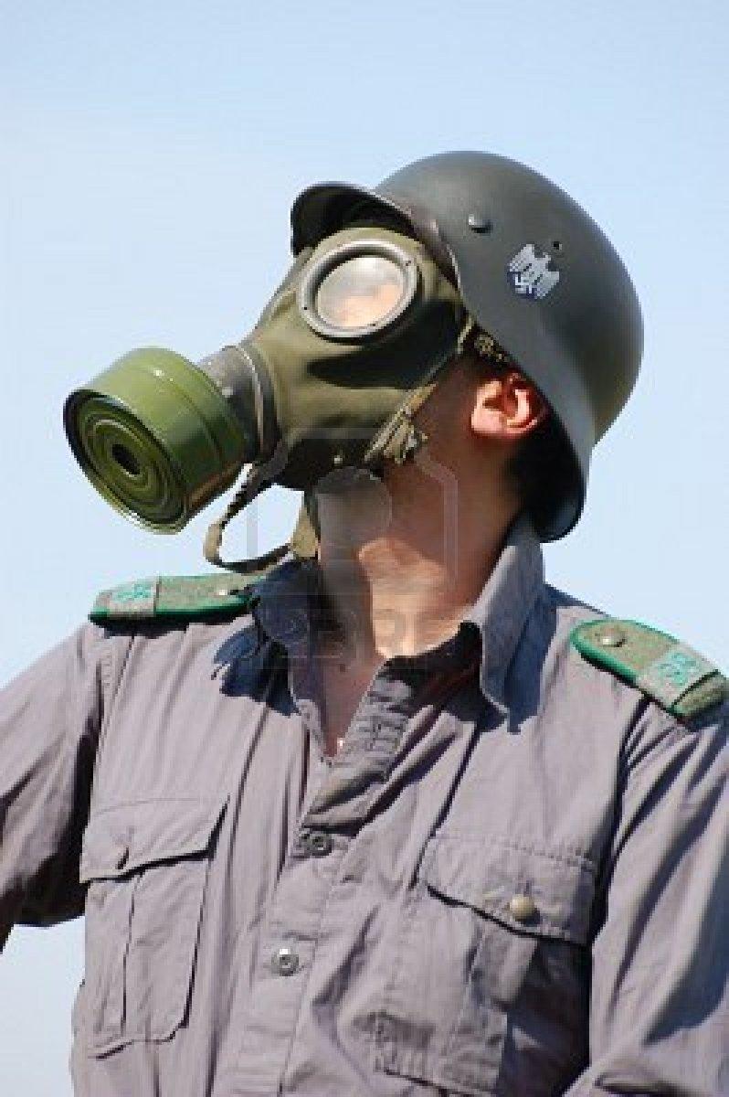 Les Masques a Gaz et leurs étuis 78112210