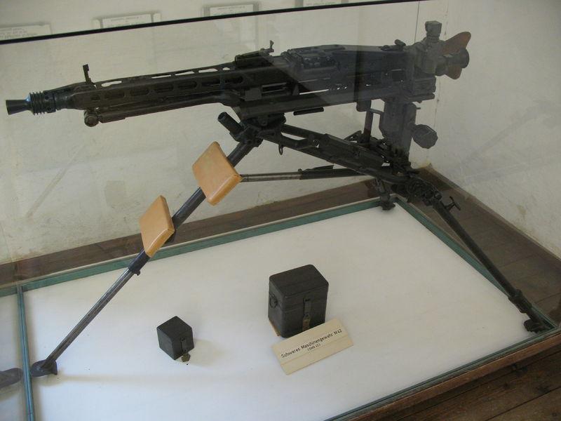 Maschinengewehr 42 - MG42 800px-12