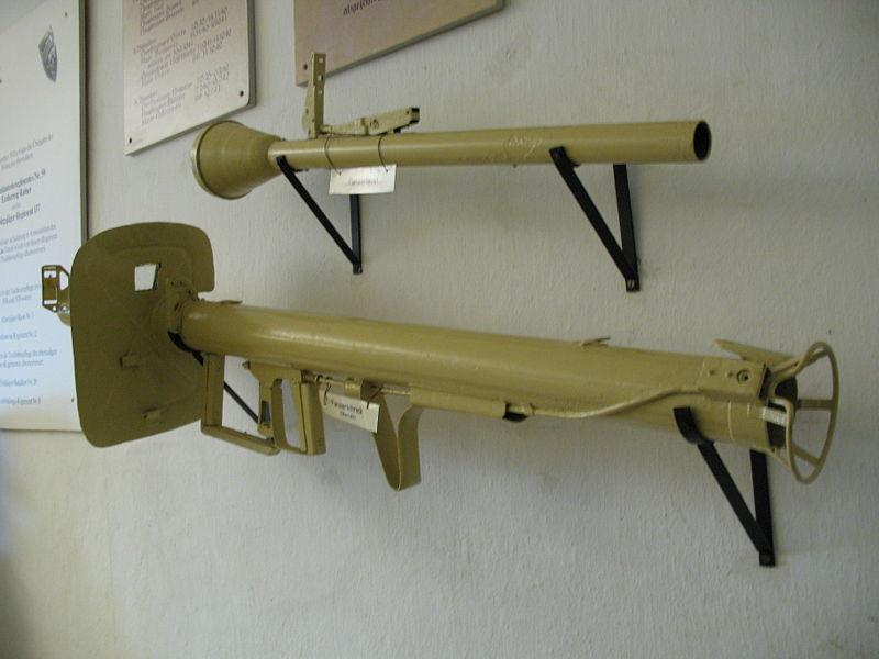 Le Panzerschreck 800px-13