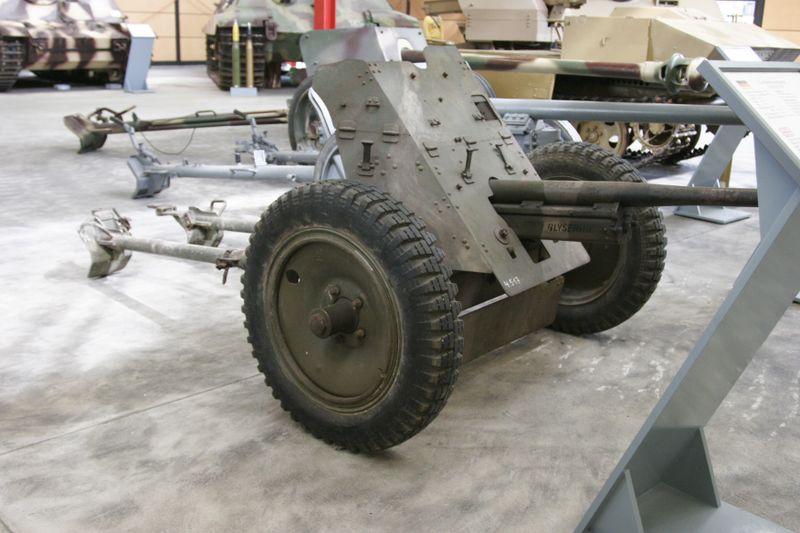 Pak 36 (Panzerabwehrkanone 36) - 37 mm 800px-14
