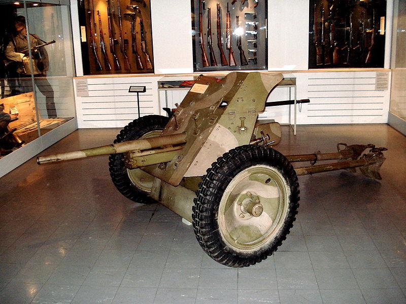 Pak 36 (Panzerabwehrkanone 36) - 37 mm 800px-15