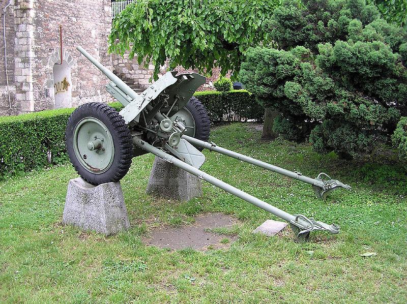 Pak 36 (Panzerabwehrkanone 36) - 37 mm 800px-17