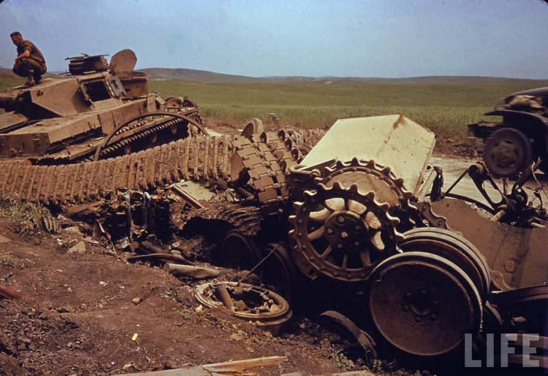 Panzer Wreck in Color !!! _1060510