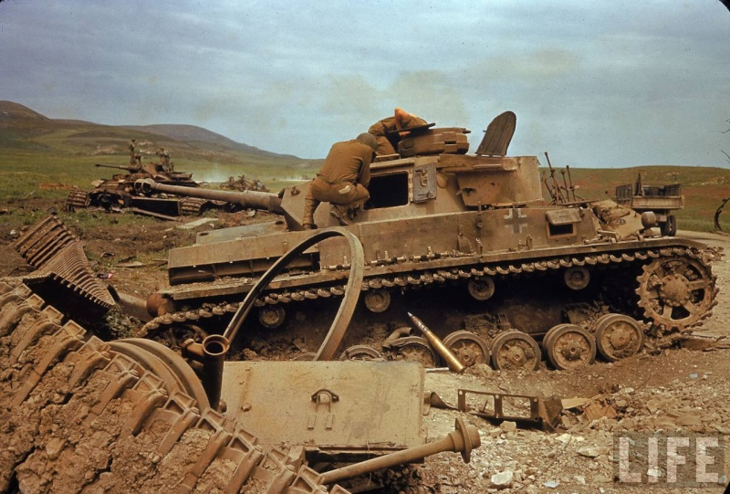 Panzer Wreck in Color !!! _5410610