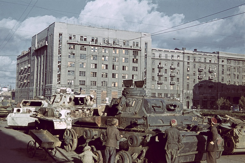 Panzer Wreck in Color !!! _91_210