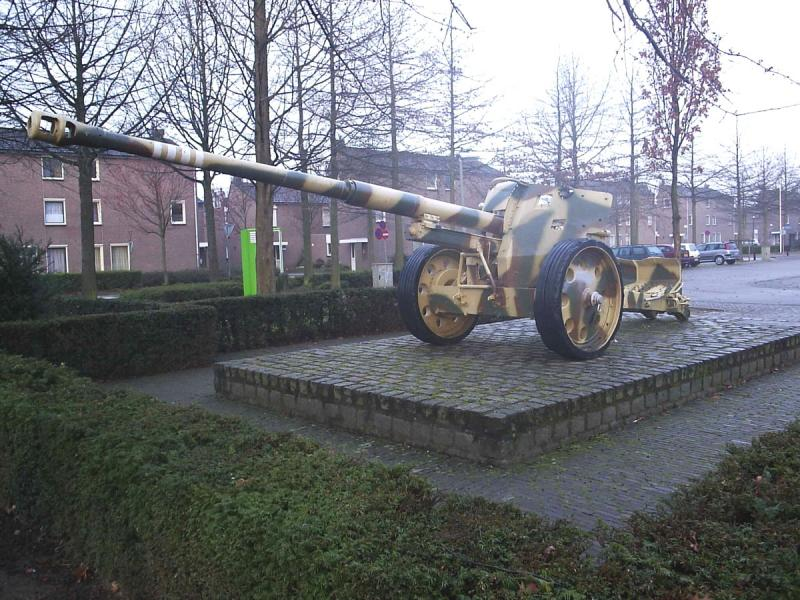 Pak 43 (Panzerabwehrkanone 43) - 88 mm Arno-l10