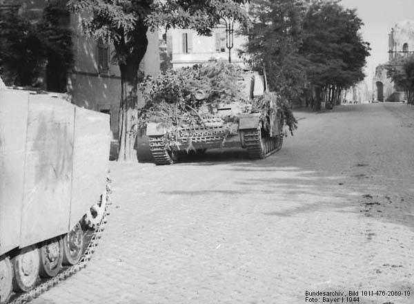 Sturmpanzer IV - Brummbär ! Brummb16