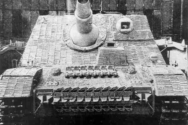 Sturmpanzer IV - Brummbär ! Brummb17