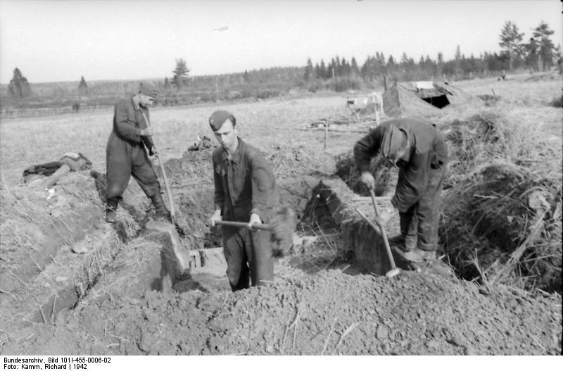 Bundesarchiv - Luftwaffensoldaten beim Stellungsbau - russia 1942 Bunde148