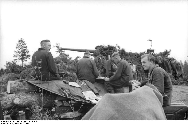 Bundesarchiv - Luftwaffensoldaten beim Stellungsbau - russia 1942 Bunde150