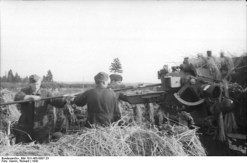 Bundesarchiv - Luftwaffensoldaten beim Stellungsbau - russia 1942 Bunde151