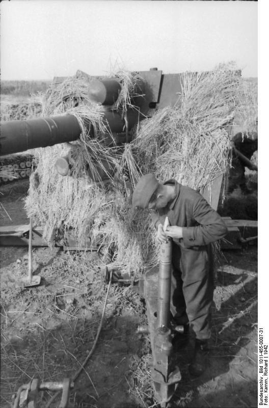 Bundesarchiv - Luftwaffensoldaten beim Stellungsbau - russia 1942 Bunde153