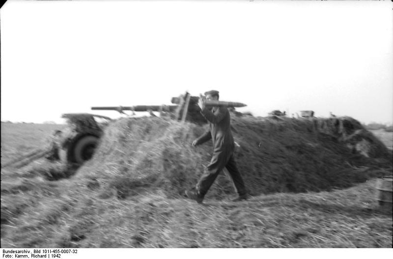 Bundesarchiv - Luftwaffensoldaten beim Stellungsbau - russia 1942 Bunde154