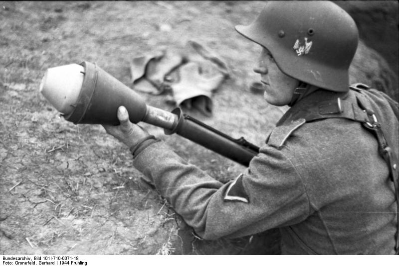 Reportage - Ukraine - training on anti-tank weapon'44 Bundes65