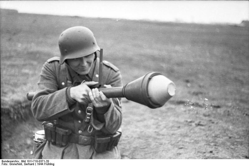 Reportage - Ukraine - training on anti-tank weapon'44 Bundes66
