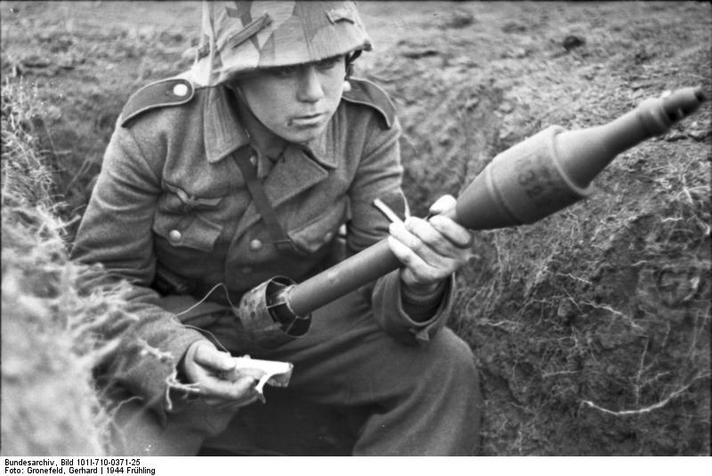 Reportage - Ukraine - training on anti-tank weapon'44 Bundes67