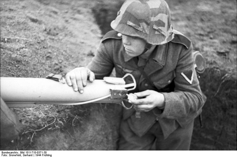 Reportage - Ukraine - training on anti-tank weapon'44 Bundes69