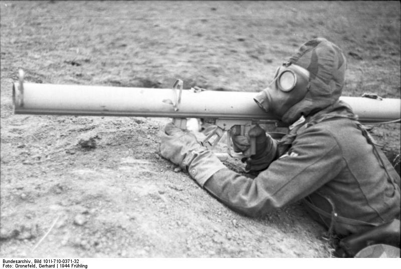 Reportage - Ukraine - training on anti-tank weapon'44 Bundes70