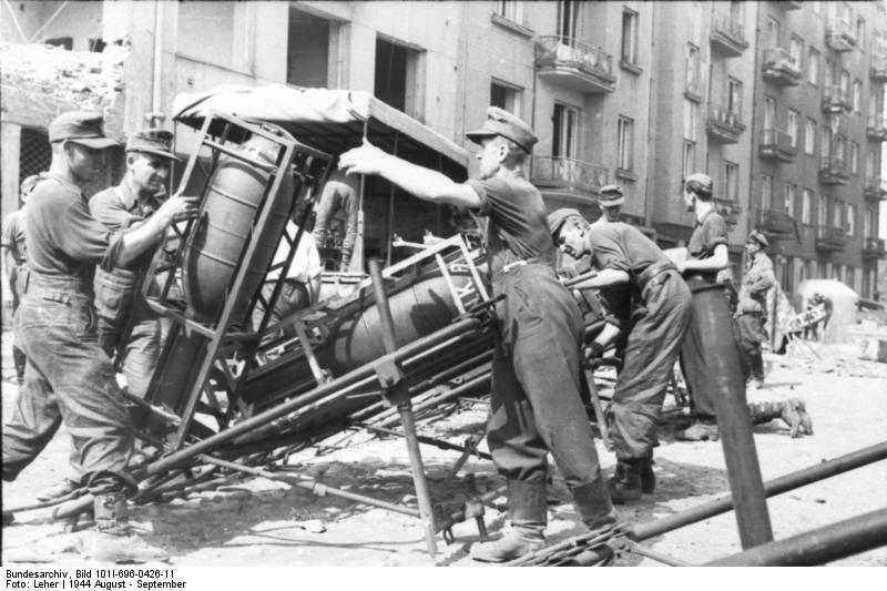 Reportage - Bundesarchiv - Raketenwerfer !!!  Bundes72