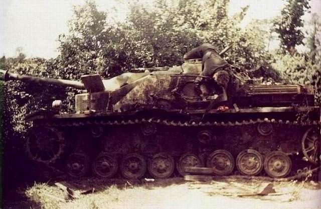 Panzer Wreck in Color !!! Destro10