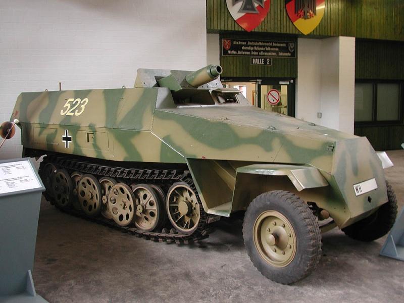 SdKfz 251/9 - Munster - Panzer Museum - DE Dscn1417