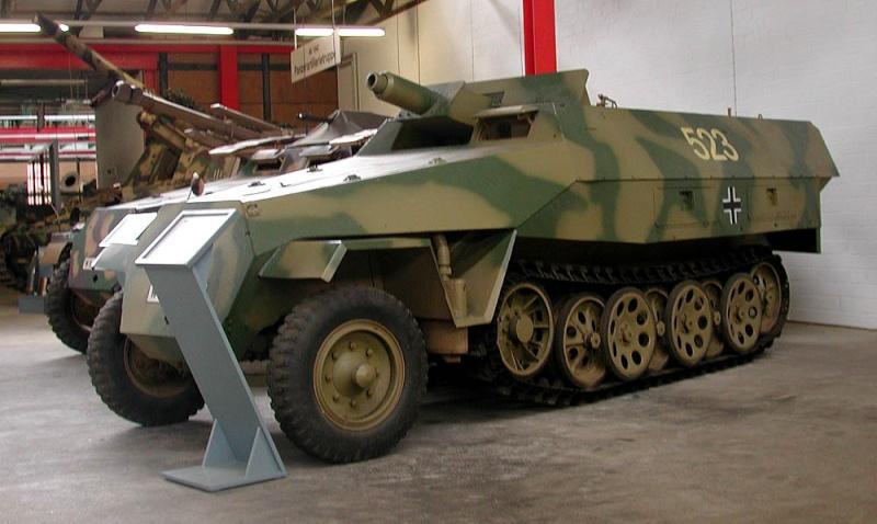 SdKfz 251/9 - Munster - Panzer Museum - DE Dscn1418