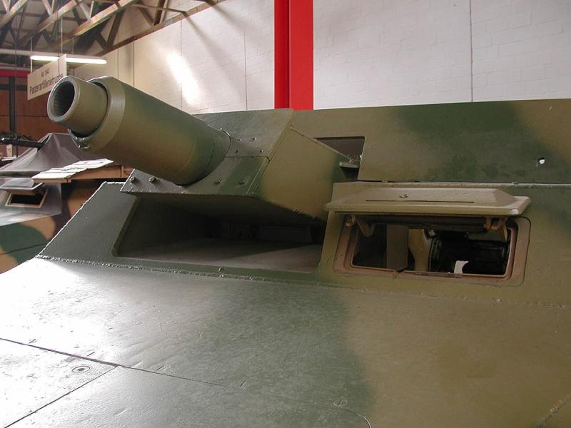 SdKfz 251/9 - Munster - Panzer Museum - DE Dscn1419