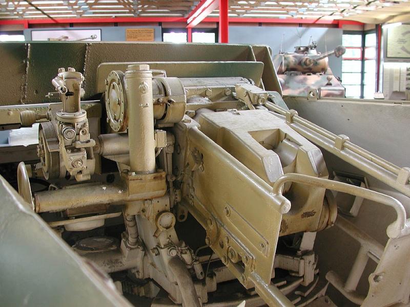 SdKfz 251/9 - Munster - Panzer Museum - DE Dscn1420