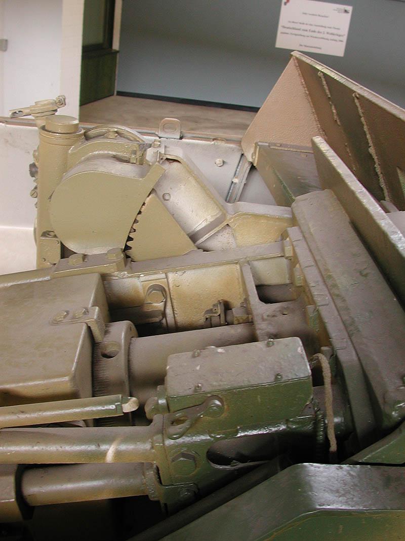 SdKfz 251/9 - Munster - Panzer Museum - DE Dscn1425