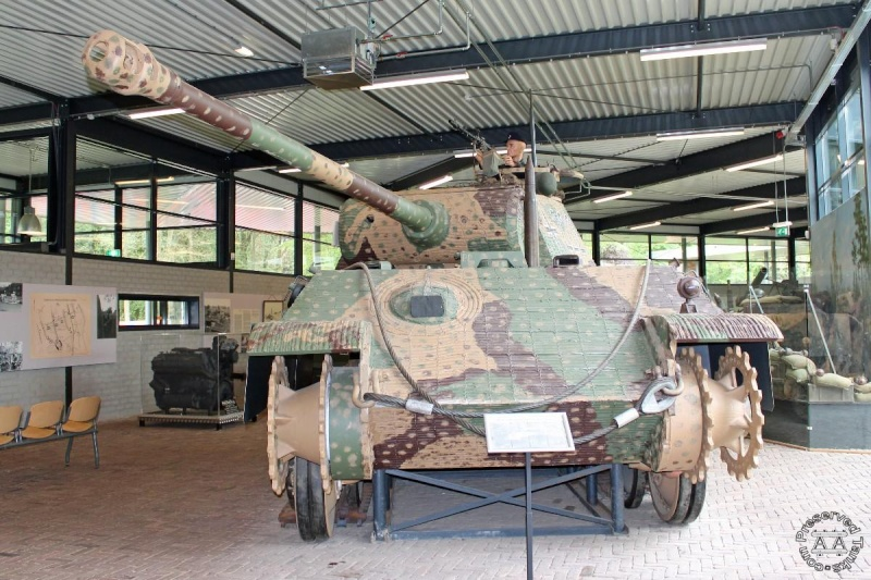 Panther - Liberty Park Oorlogsmuseum - Overloon Holland Handl410