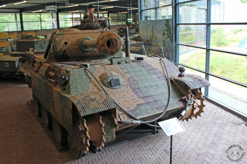Panther - Liberty Park Oorlogsmuseum - Overloon Holland Handlh10