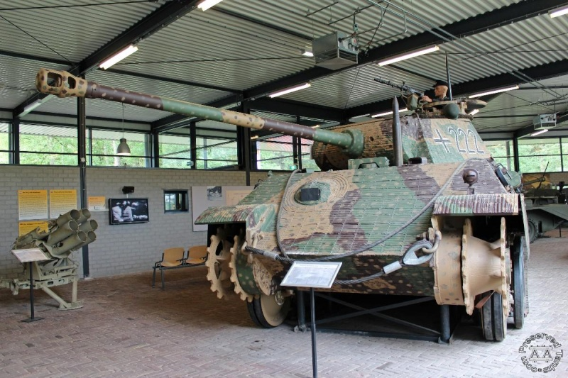 Panther - Liberty Park Oorlogsmuseum - Overloon Holland Handty10