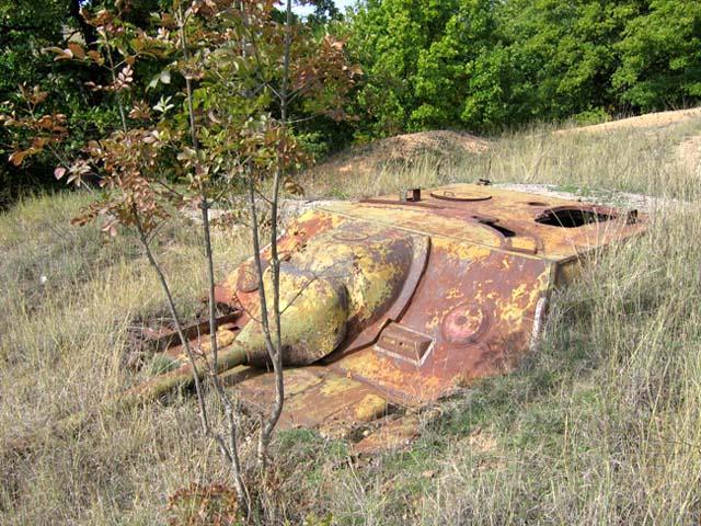 Panzer Wreck in Color !!! Hetzer10