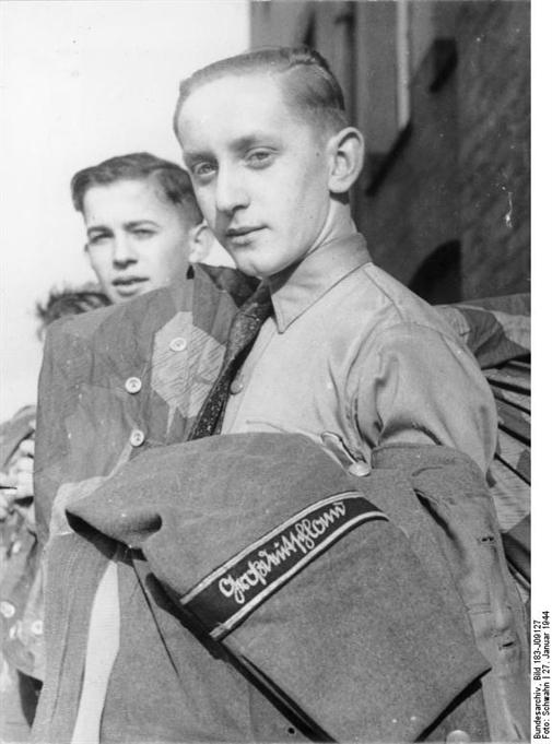 Les Jeunesses hitlériennes - Les enfants du Reich !!! Hitler11