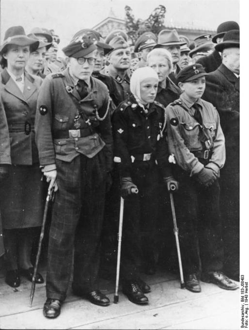 Les Jeunesses hitlériennes - Les enfants du Reich !!! Hitler12