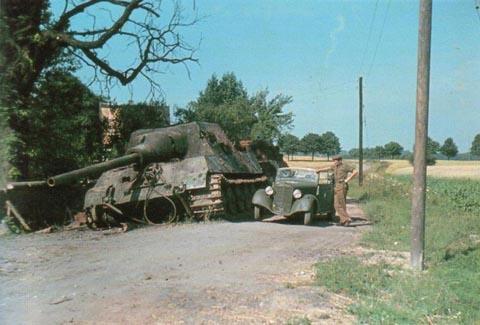 Panzer Wreck in Color !!! Jagdti10