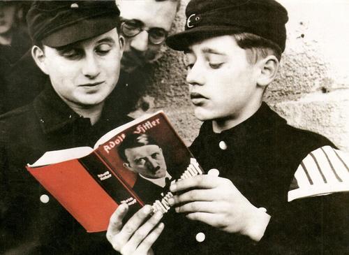 Les Jeunesses hitlériennes - Les enfants du Reich !!! Mein_k10