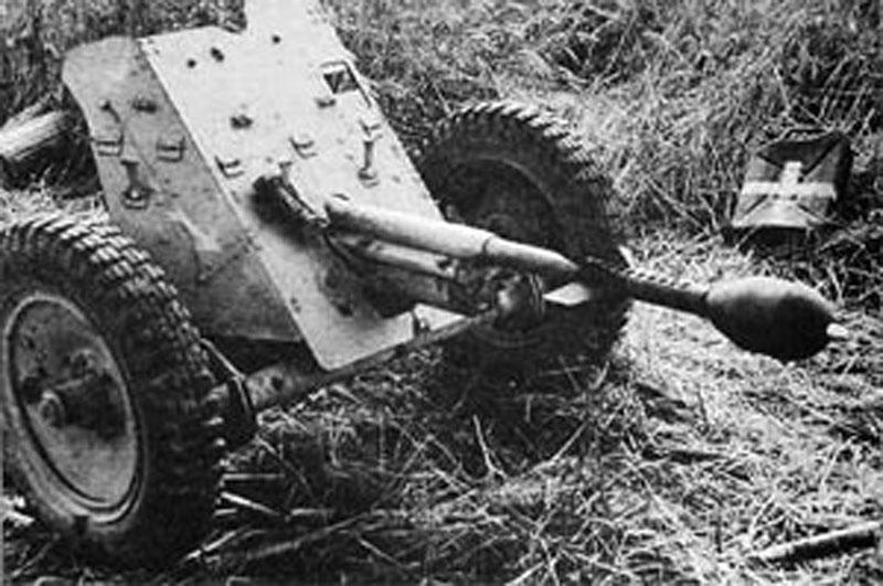 Pak 36 (Panzerabwehrkanone 36) - 37 mm Pak-3510