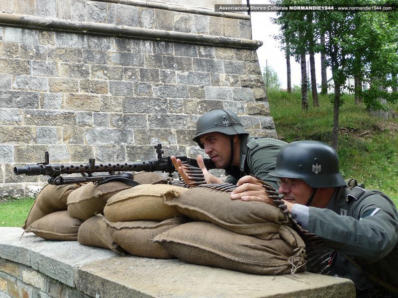 Maschinengewehr 34 - MG34 Reenac10
