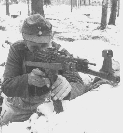 Sturmgewehr 44 - STG44 Soldie10