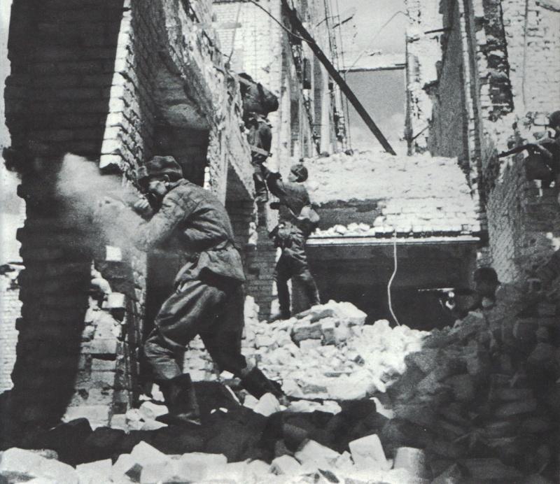 STALINGRAD !!! - 17 Juillet 42 / 2 Fevrier 1943 Stalin13
