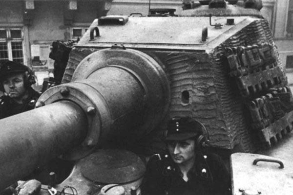 Panzerkampfwagen VI - Königstiger Tig2_k11