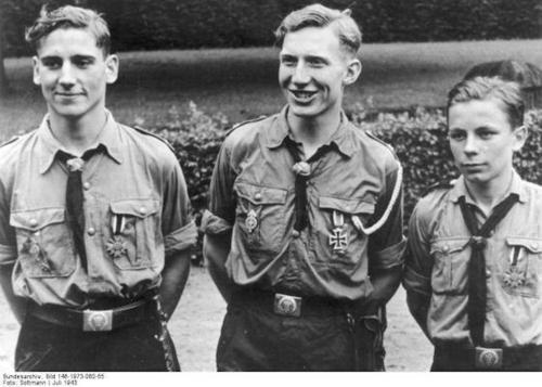 Les Jeunesses hitlériennes - Les enfants du Reich !!! Warmer10